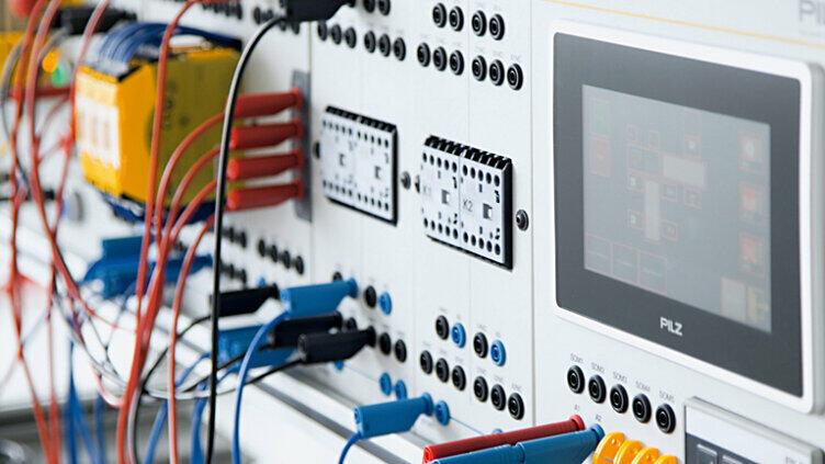 操作和监控控制面板