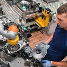 Human-robot collaboration in axle drive assembly, BMW Group Dingolfing plant: BMW Group is working together with Pilz on safety. Image: BMW Group