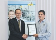 Congratulations: In Sydney, Australia Electrical engineer Rod Burton (right) from Machinery Automation & Robotics, receives the 1000th accreditation of CMSE® - Certified Machinery Safety Expert after successfully passing the end-of-course exam.  Scott Moffat (left), Managing Director of Pilz Australia and New Zealand, presents the certificate.