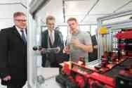 """Pilz is at the very pulse of development"": EU Commissioner Günther H. Oettinger (centre) and Guido Wolf (MdL) (left) visited the automation company Pilz to find out more about the status of Industrie 4.0 among SMEs. Lucas Fischer (right) from Pilz, an electronics student at the Baden-Württemberg Cooperative State University, showed the EU Commissioner how whole plants can be controlled safely using software from Pilz."