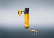 The robust safety gate system PSENmlock from Pilz combines safe guard locking with personnel and process protection in one device and is particularly suitable for machines with a hazardous overrun.