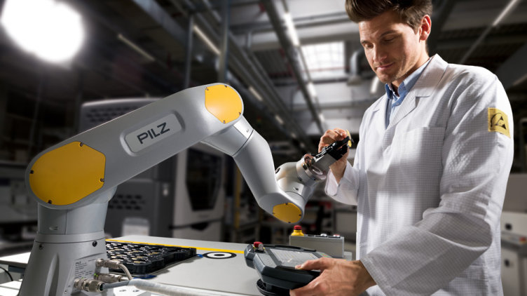 The automation company Pilz wants to continue growing with a complete offer for safe robotics: In 2018, the company provides the modules for service robotics on the market, including a self-developed robot arm.